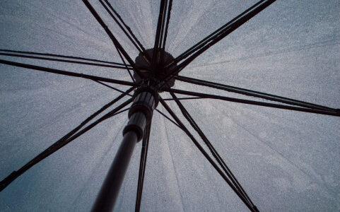 貼るだけで自分好みのビニール傘が作れちゃう『kasunny(カサニー)』が雨の日の気分を明るくしてくれます。
