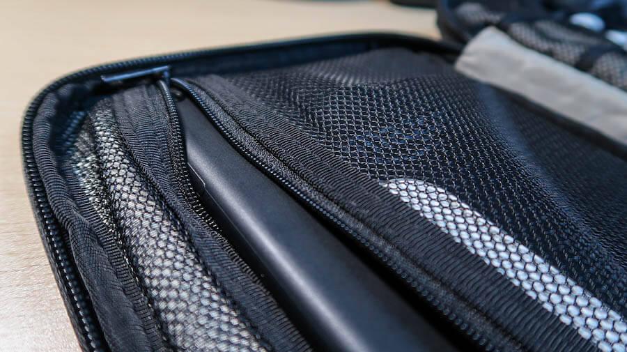 BAGSMARTのタブレット収納ポケットが小さい