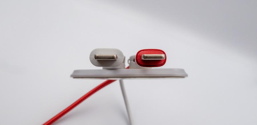 Anker PowerLine II USB-C & ライトニング ケーブルとの比較