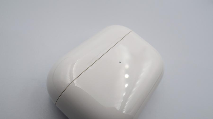 elago DUST GUARD for AirPods Proを装着時の開閉状態